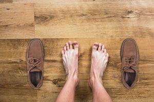 KOBIECYM OKIEM: Męska celebracja nowych butów [FELIETON]