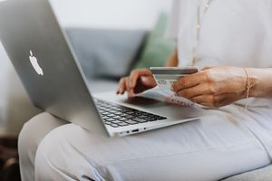 Kosztowne skutki internetowych znajomości. Nie daj się oszukać