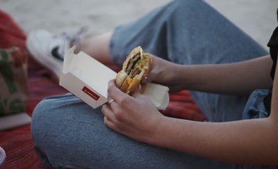 Flagowe danie restauracji — Big Mac — to aż 526 kcal i 27 gramów tłuszczu