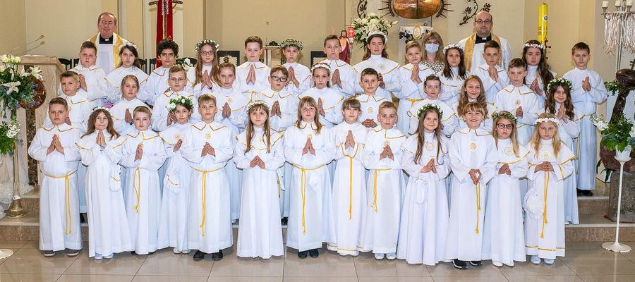 Zdjęcia komunijne z parafii pw. Andrzeja Boboli