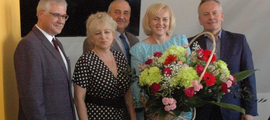 Przedstawiciele piskiego samorządu wraz z dyrektorem piskiego szpitala Markiem Skarzyńskim podziękowali za wielki wkład wszystkich pielęgniarek i położnych w opiekę nad pacjentami