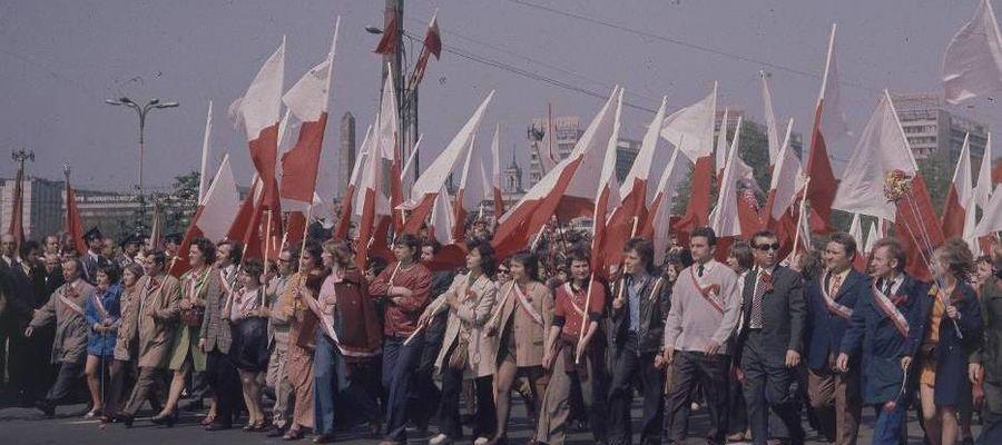 Tak wyglądały pochody pierwszomajowe w latach 60. i 70. XX wieku
