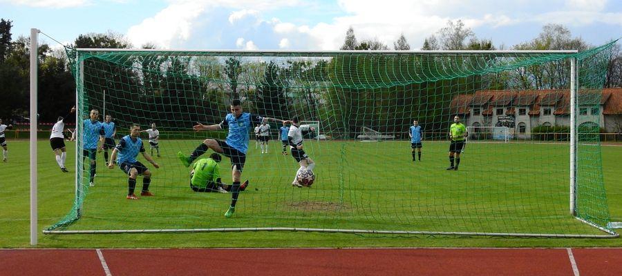 Czarni Olecko po raz drugi w sezonie pokonali piłkarzy Wilczka Wilkowo. Jesienią wygrali 1:0