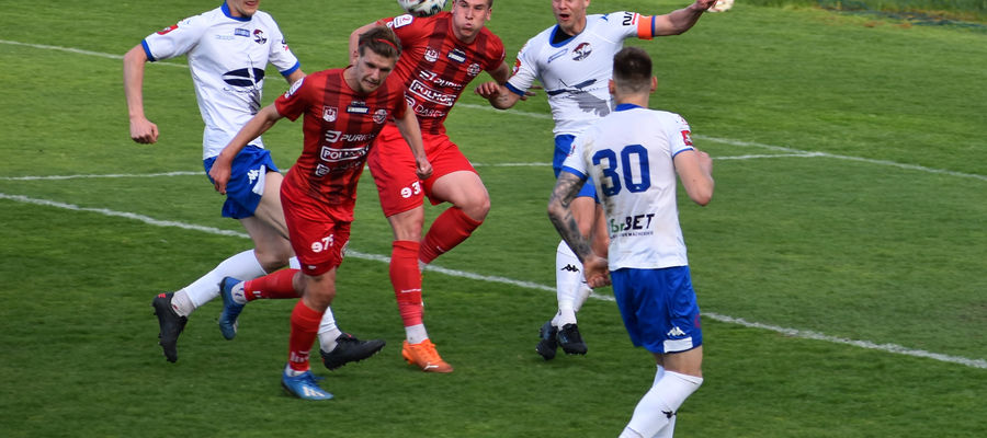Piłkarze Sokoła Ostróda w przedostatnim w tym sezonie meczu na własnym stadionie zremisowali z Bytovią Bytów
