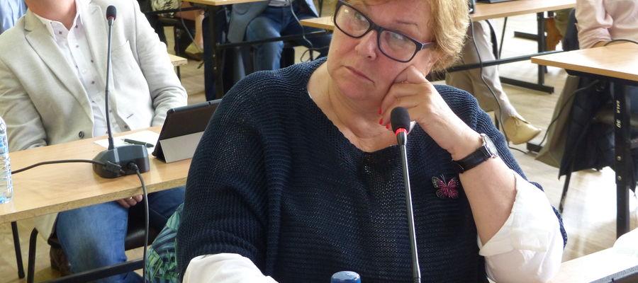 Elżbieta Prasek podczas sesji rady miasta w Iławie