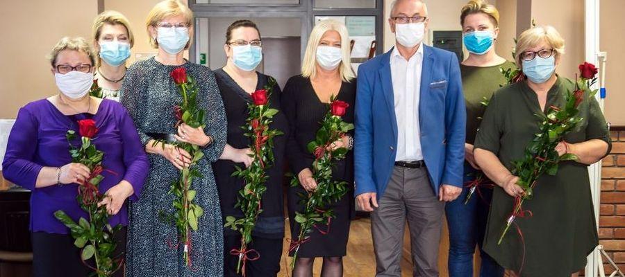 Kwiaty i życzenia dla bibliotekarzy