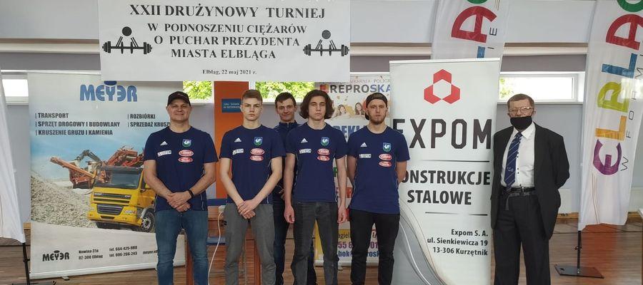Kurzętniccy zawodnicy i trener w Elblągu
