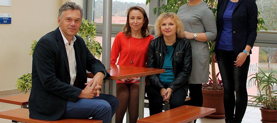 Od lewej: Mariusz Rutkowski, Mariola Wołk, Alina Naruszewicz-Duchlińska, Katarzyna Witkowska, Joanna Wołoszyn.