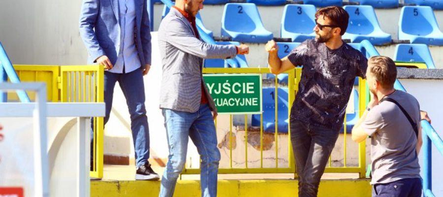 Grzegorz Lech i Michał Brański na trybunach olsztyńskiego stadionu