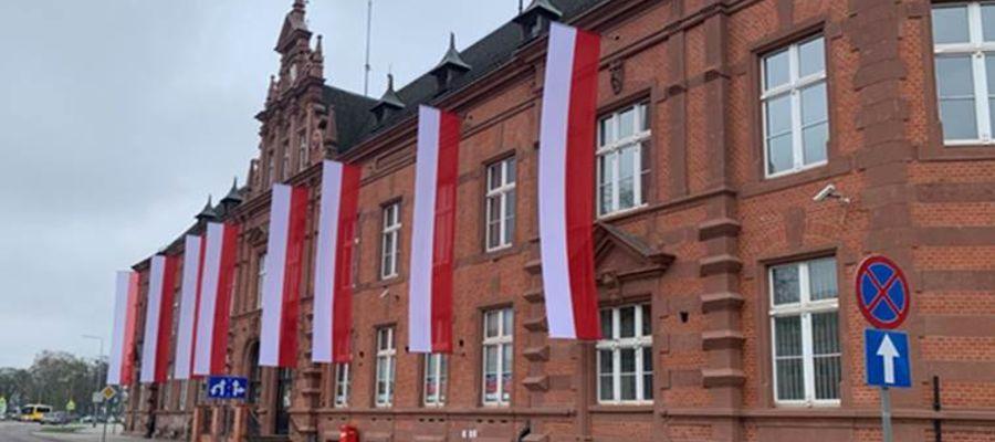 """Podczas prac remontowych w budynku odnaleziono 8 oryginalnych """"kobyłek"""", czyli otworów przeznaczonych do wywieszania flag"""