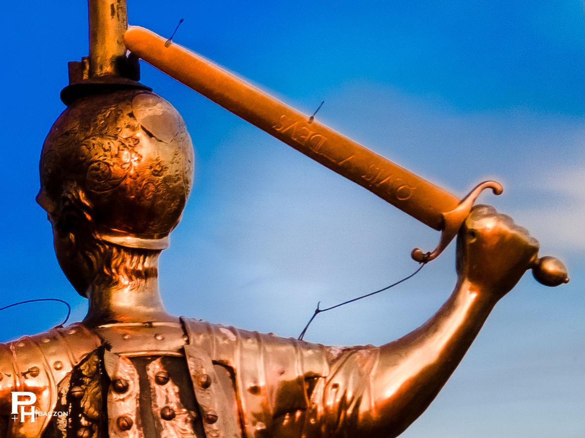 Archanioł Michał na wieży lidzbarskiego kościoła