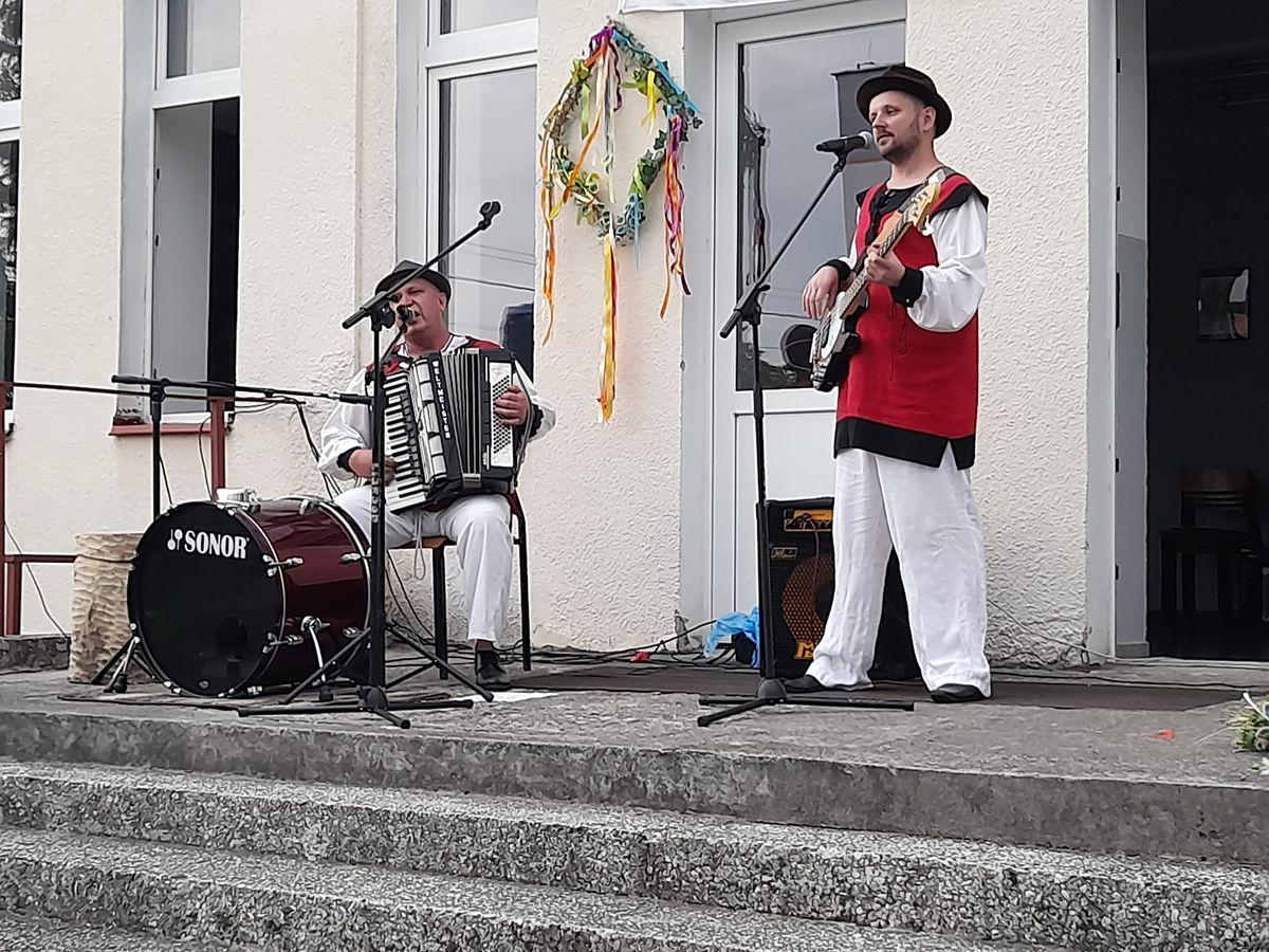 Zaprosiliśmy naszych przyjaciół z Górowa Iławeckiego, wystąpił duet instrumentalny Korowaj.