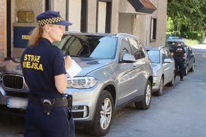 Nie parkuj samochodu na ul. Piastowskiej w Olsztynie bo Straż Miejska go odholuje [ZDJĘCIA]