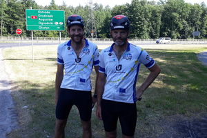 [FOTOMIGAWKA] Francuzi przemierzją Europę na rowerach solarnych. Dzisiaj dojechali do Olsztyna