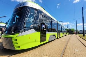 Nowy tramwaj wyruszył w pierwszą trasę w Olsztynie [ZDJĘCIA I FILM]