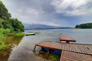 Prenumerata za zdjęcie. Burzowe chmury nad jeziorem Ukiel