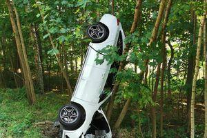 Mężczyzna zasnął za kierownicą i dachował