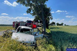 20-latek w ciężkim stanie przetransportowany do szpitala. Pasażer zginął na miejscu