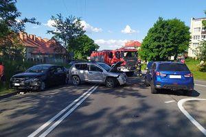 Trzy auta zderzyły się na ulicy Obwodowej