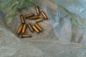 Kilogram amfetaminy i amunicja w Rynie
