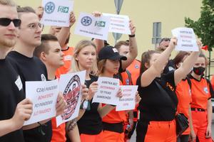 Protest ratowników medycznych w Olsztynie. Chcą podwyżek [ZDJĘCIA]