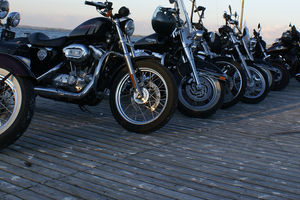 Harley Davidson w Marina Lester Club