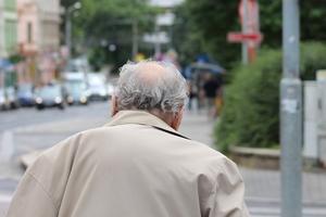 87-latek błąkał się po mieście. Miał problemy z pamięcią, nie znał swojego adresu