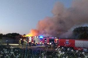 Pożar balotów słomy w Białej Woli pod Lubominem