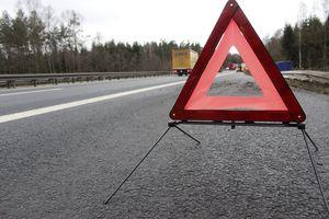 [AKTUALIZACJA]  Uwaga kierowcy! S7 zablokowana. Auto osobowe uderzyło w barierę energochłonną w Pasłęku