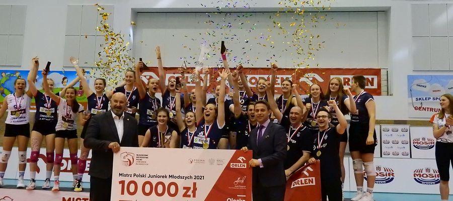 Drużyna Energa MKS SMS Kalisz na podium Mistrzostw Polski Juniorek Młodszych Olecko 2021