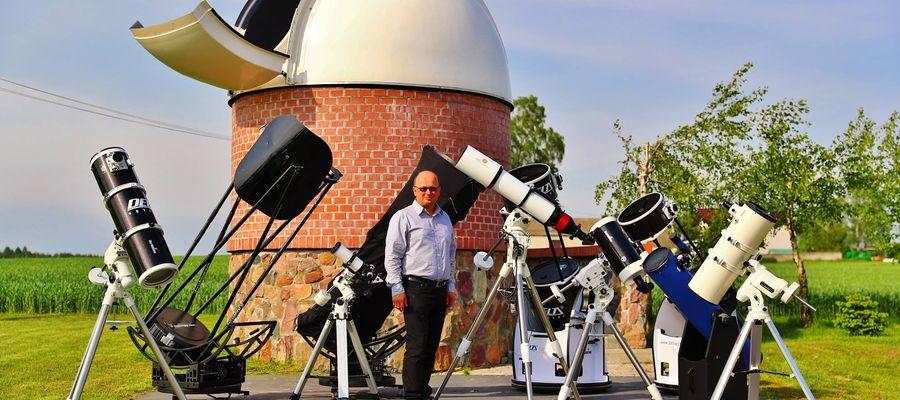 Znany polaryzator astronomii Robert Szaj w obserwatorium astronomicznym w Truszczynach.