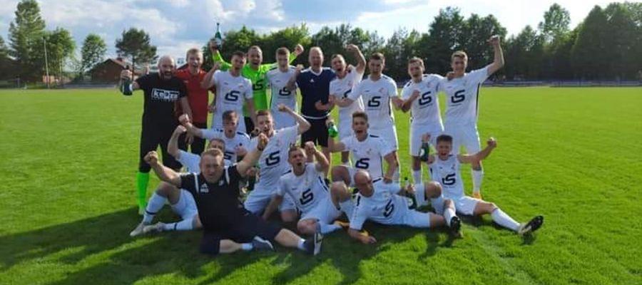 Piłkarze Mamr Giżycko przypieczętowali swój awans do III ligi na boisku w Rybnie