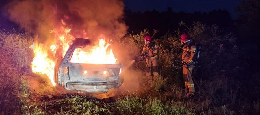 Pojazd spłonął doszczętnie