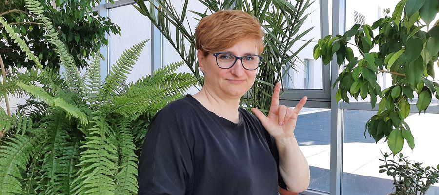 Barbara Parda, tłumacz języka migowego. Olsztyńskie Stowarzyszenie Głuchych