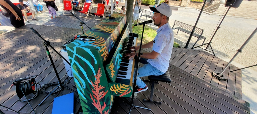 """Każdy może zagrać i zaśpiewać na """"Open Piano"""""""