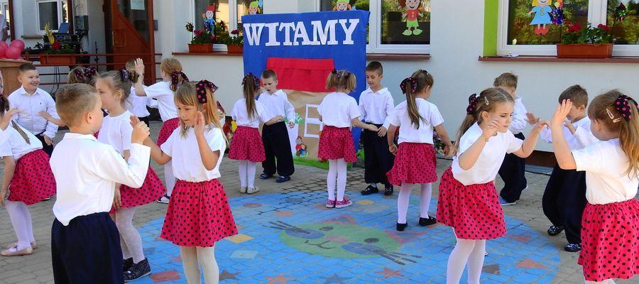 Dzieci z Krasnala na otwarcie przedszkola przygotowały program artystyczny
