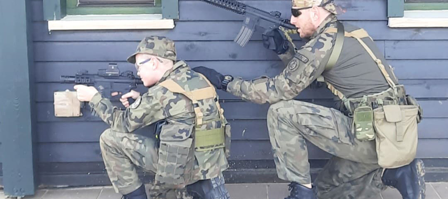 Ojciec i syn. Wojsko, sport i... dziki [WYWIAD]