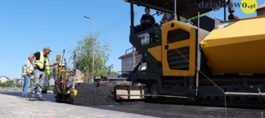 Druga warstwa asfaltu na ul. Krasickiego