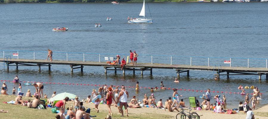 Dzika plaża co roku przyciąga i mieszkańców, i turystów