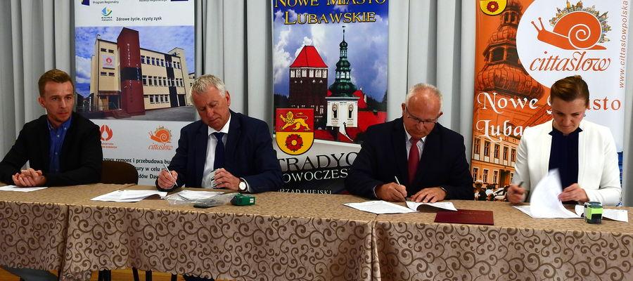 Podpisanie umowy w MCK