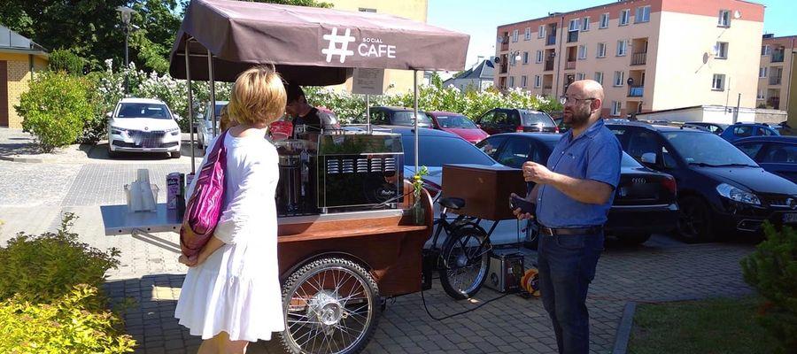 Niedawno mobilna kawiarnia serwowała pyszną kawę na placu przed Starostwem Powiatowym w Piszu