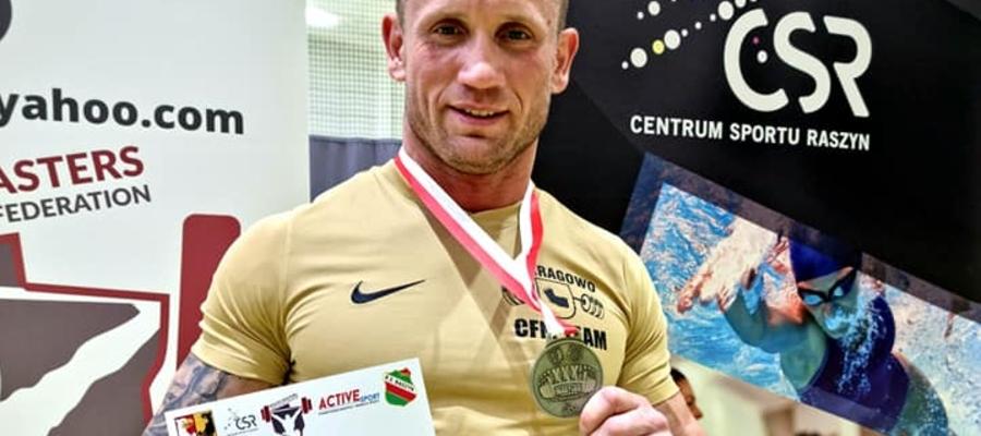 — Na kolejnych zawodach poprawię ten wynik minimum o 20 kg — zapowiada Maciej Kaźmierski