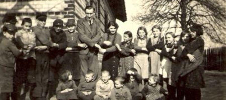 Ryszard Knosała z uczniami