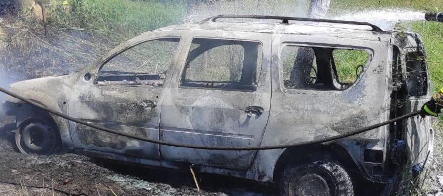 Pijany pojechał szukać żony. Po drodze auto stanęło w płomieniach