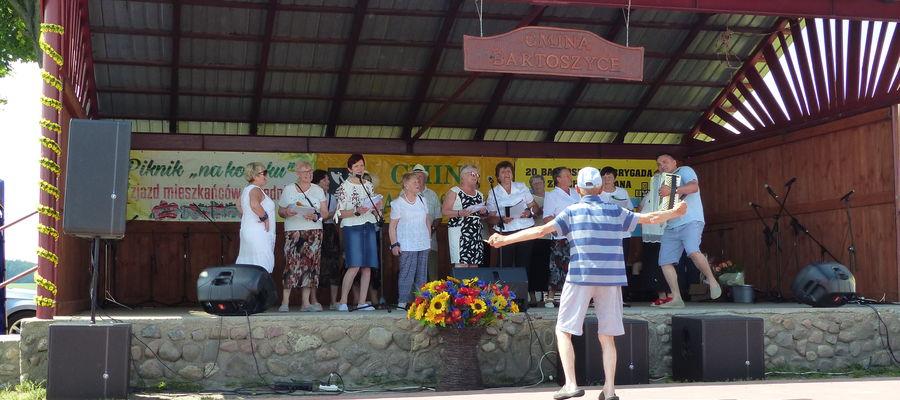 Śpiewy i tańce w Łabędniku