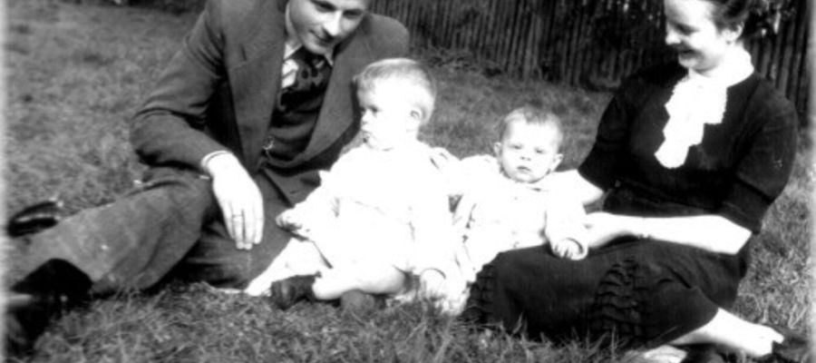 Zofia i Franciszek Sarnowscy z synami Jerzym i Lechem.