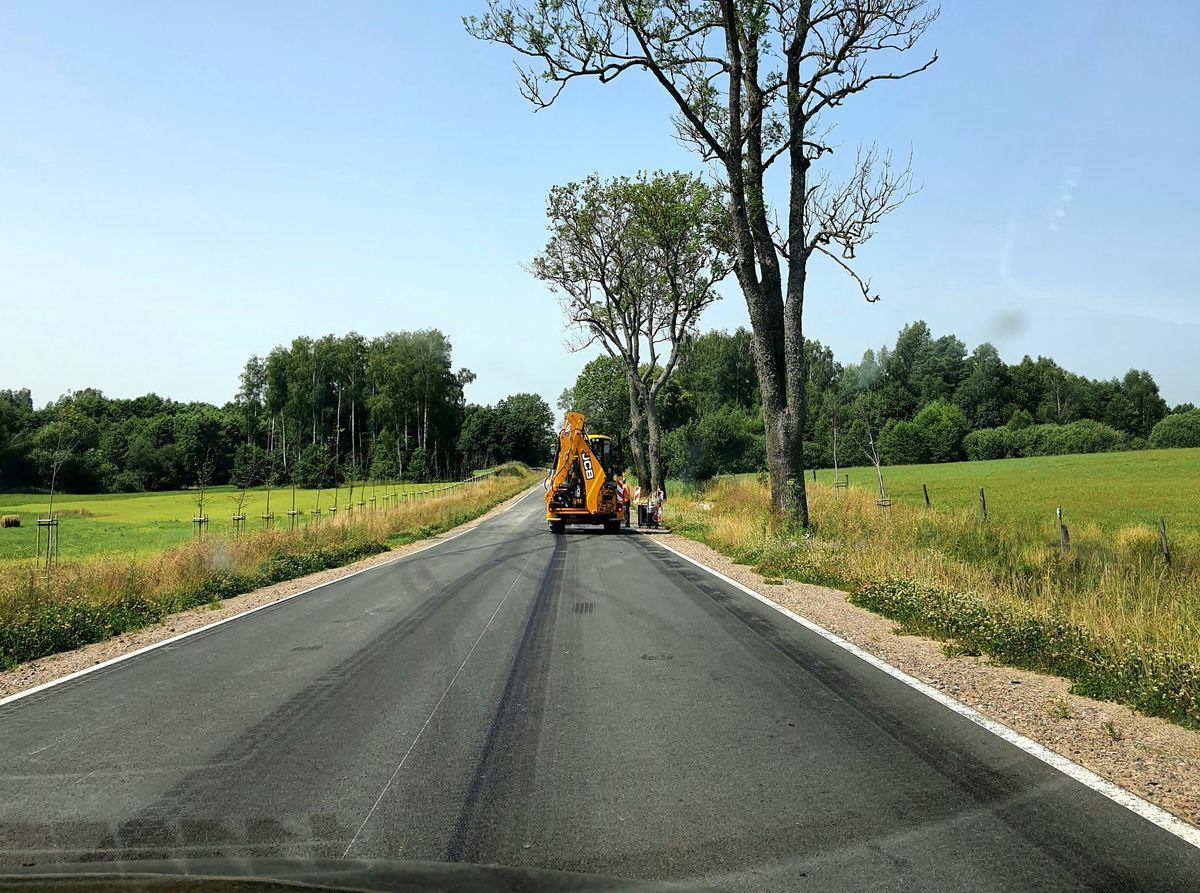 Powróciły prace na DW 512, odcinek Piasek - Górowo Iławeckie.