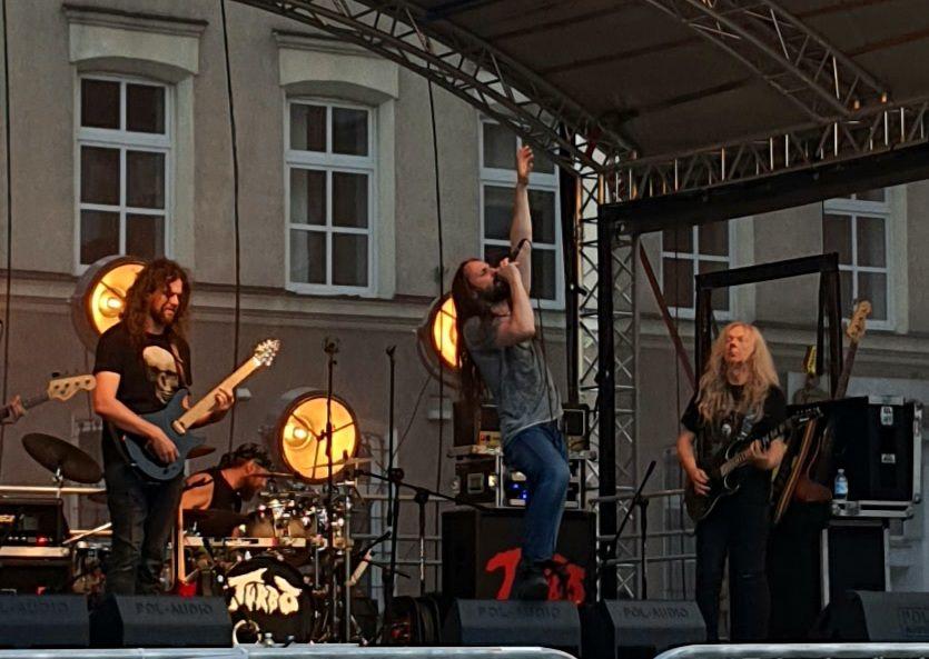 Żywiołowy koncert zespołu Turbo w Bartoszycach