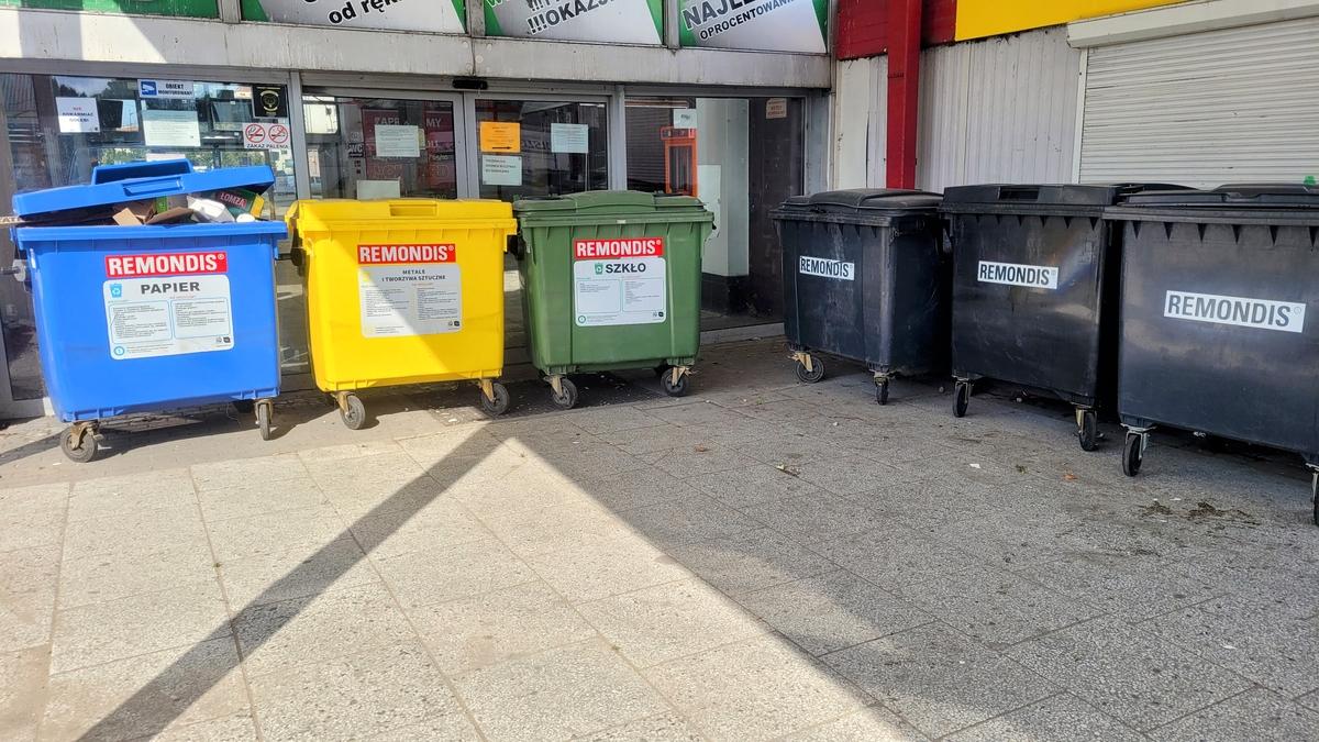 Tak wygląda wejście na dworzec PKS od strony placu autobusowego