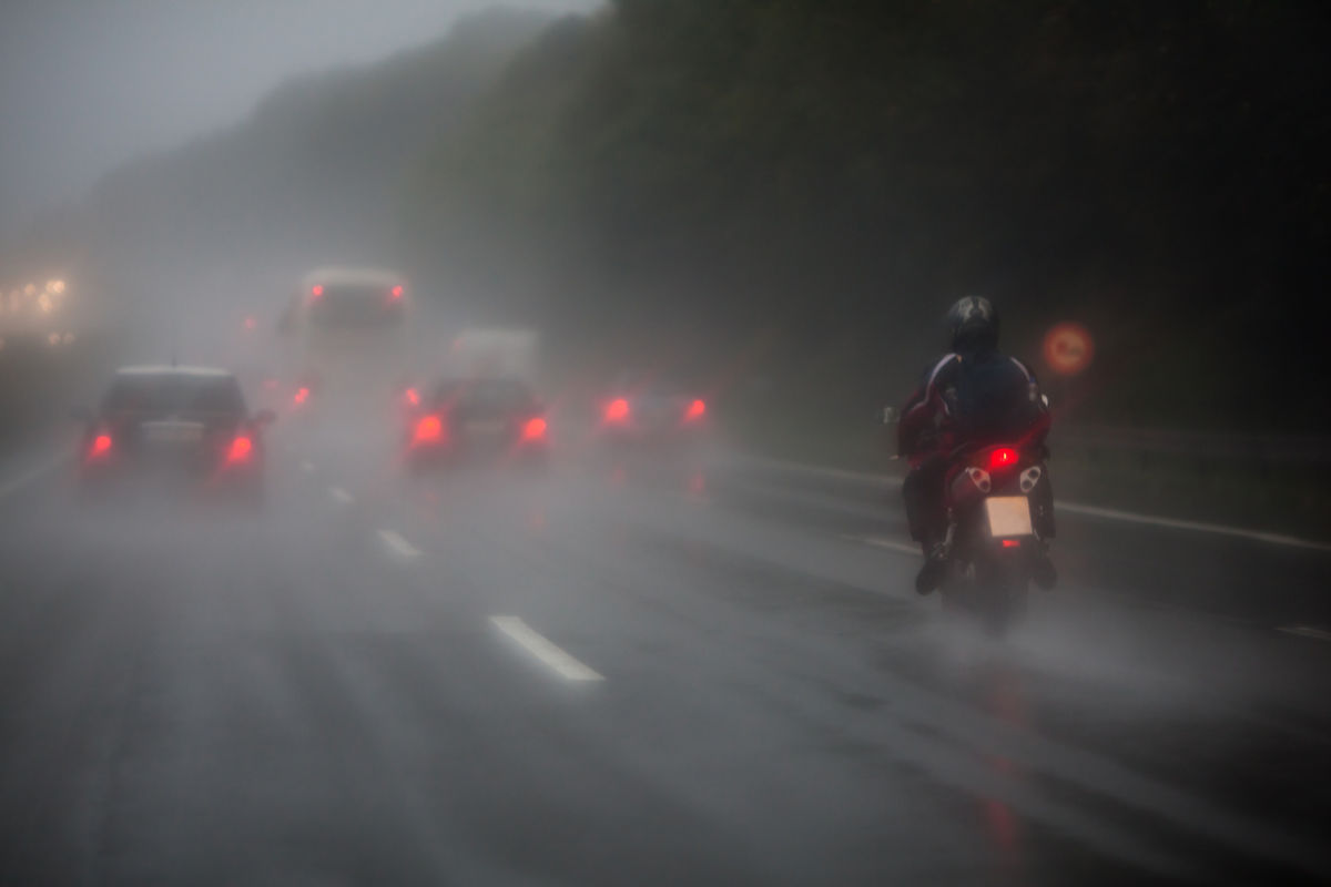 W jaki sposób poprawić widoczność podczas jazdy motocyklem? - full image